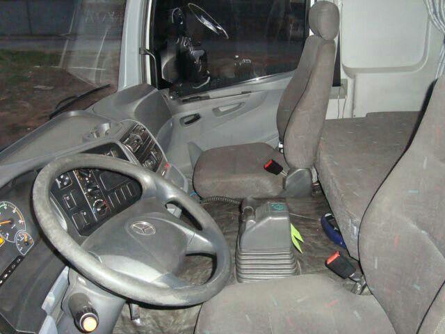 Mercedes-Benz Axor 2035 S 4X2 - Foto #3