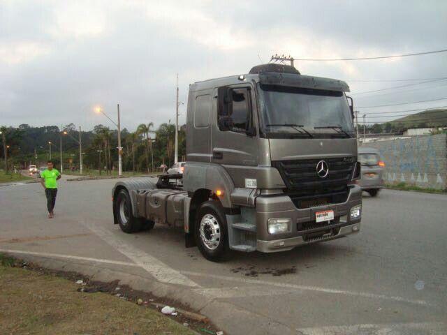 Mercedes-Benz Axor 2035 S 4X2 - Foto #1
