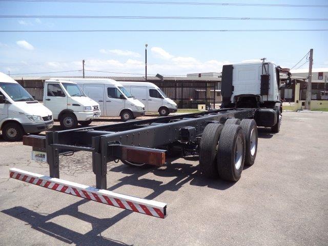 Iveco Tector Stradale 240-E25S 6X2 (3 Eixos) - Foto #5