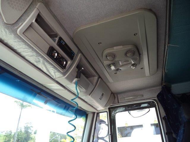 Iveco Tector Stradale 240-E25S 6X2 (3 Eixos) - Foto #9
