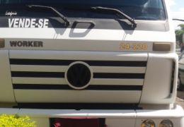 Volkswagen 24.220 Turbo (3 Eixos)