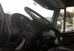 Iveco Tector 240-E28 6X2 (Teto Alto)