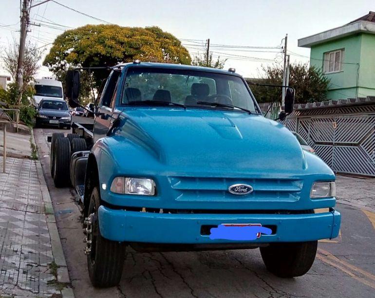 Ford F-14000 HD (3 Eixos) - Foto #1