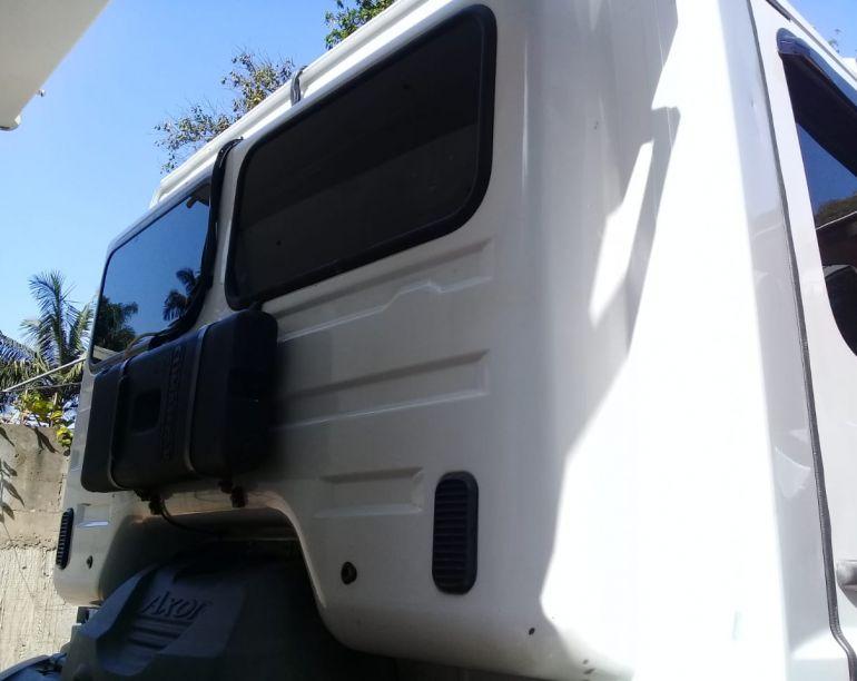 Mercedes-Benz Axor 2831 (6X4) - Foto #7
