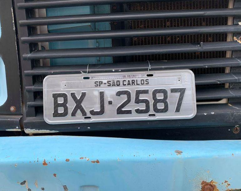 Mercedes-Benz L-2220 (3 Eixos) - Foto #1