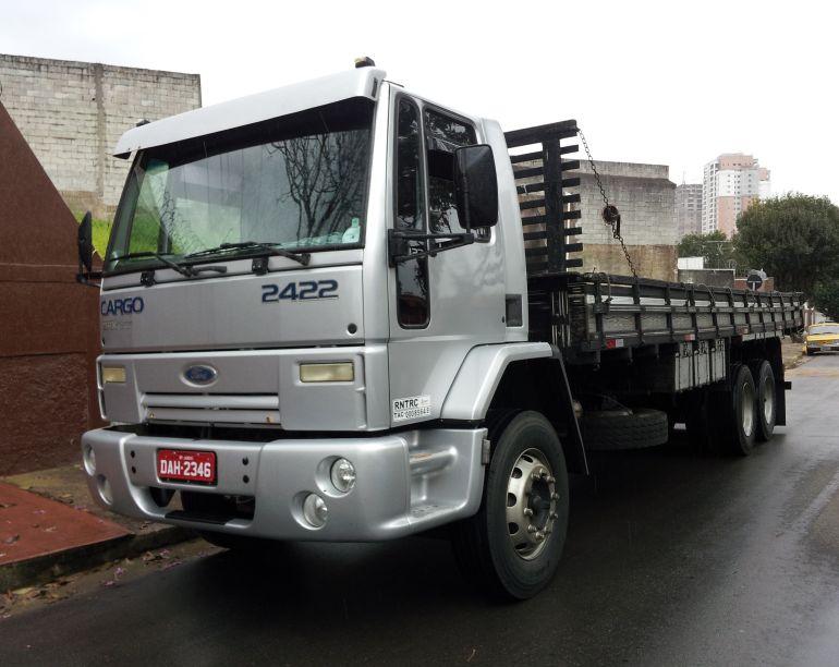 Ford Cargo 2422 6X2 (3 Eixos) - Foto #1