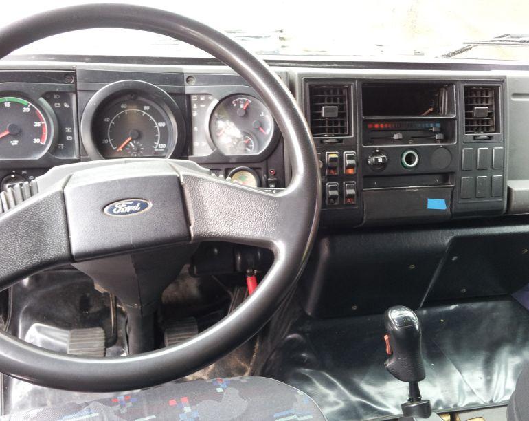 Ford Cargo 2422 6X2 (3 Eixos) - Foto #2