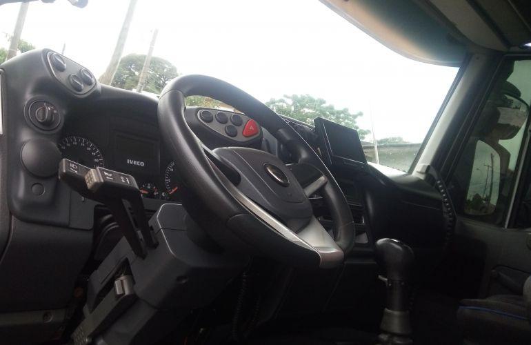 Iveco Tector Stradale 240-E25S 6X2 (3 Eixos) - Foto #2