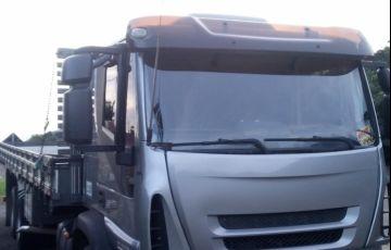 Iveco Tector Stradale 240-E25S 6X2 (3 Eixos) - Foto #3