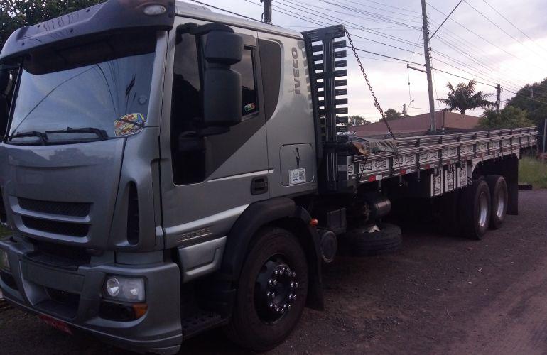 Iveco Tector Stradale 240-E25S 6X2 (3 Eixos) - Foto #1