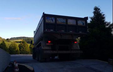Ford Cargo 2422 E 6X2 (3 Eixos) - Foto #3
