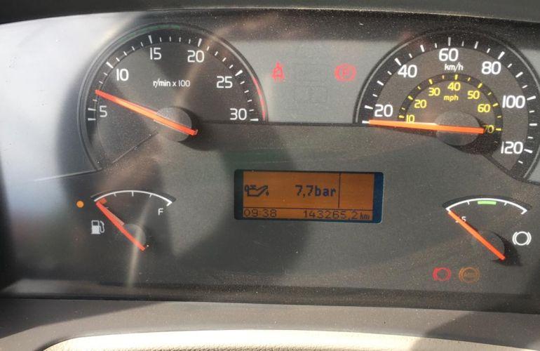 Volvo VM270 6X2R LX 6M - Foto #1