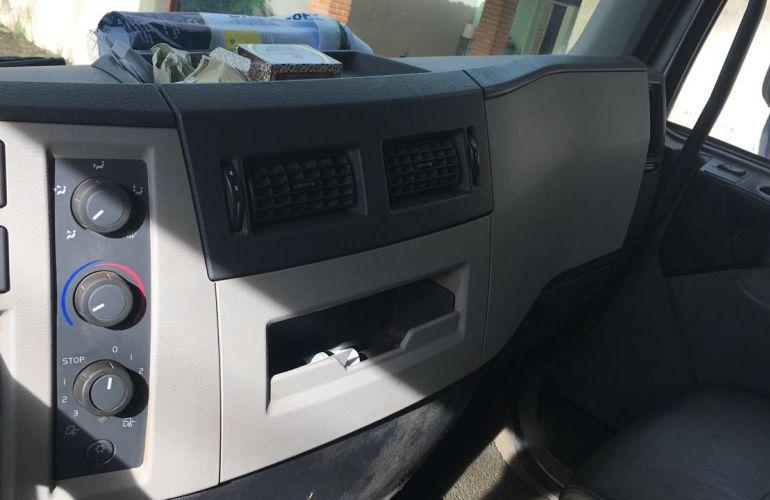 Volvo VM270 6X2R LX 6M - Foto #2