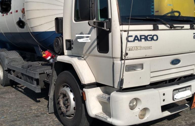 Ford Cargo 2422 E 6X2 (3 Eixos) - Foto #2