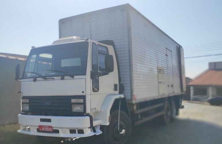 Ford Cargo 1421 Turbo (3 Eixos) - Foto #2