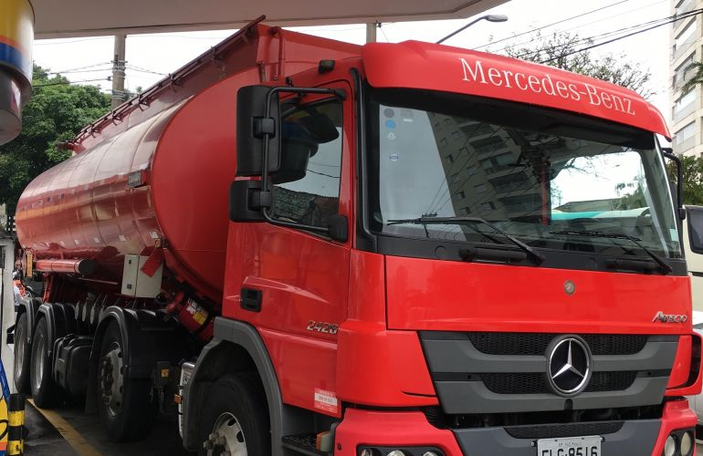 Mercedes-Benz Atego 2426 (6X2) - Foto #4
