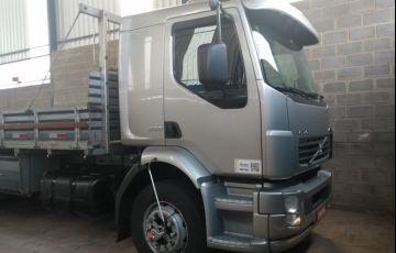 Volvo VM-260 LX 6X2 (3 Eixos)