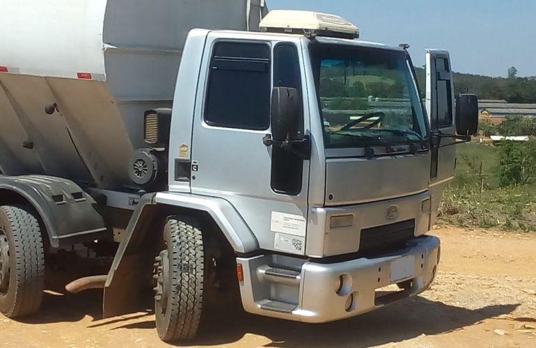 Ford Novo Cargo 2428 - Foto #8