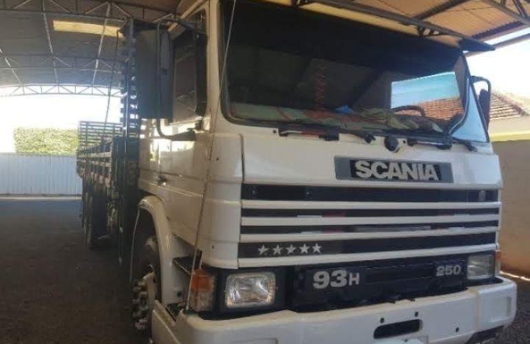 Scania P-93 H 250 6X2 (3 Eixos) - Foto #1