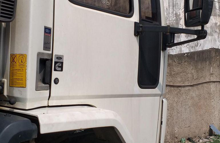 Ford Cargo 2428 E 6X2 (3 Eixos) - Foto #2