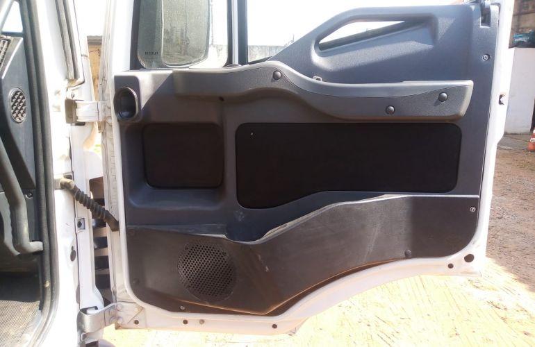Iveco Tector 240-E28 6X2 (Teto Baixo) - Foto #2