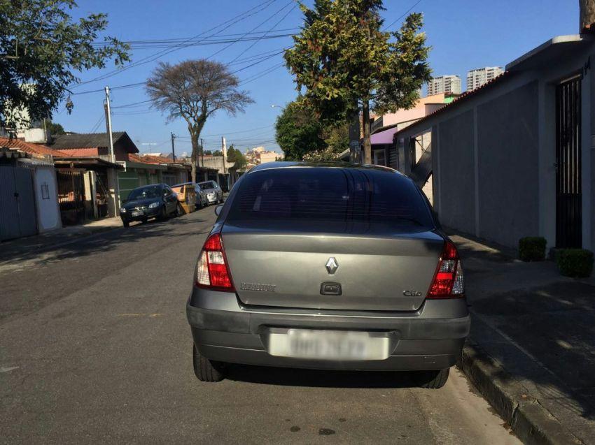 Renault Clio Sedan Authentique 1.0 16V - Foto #5