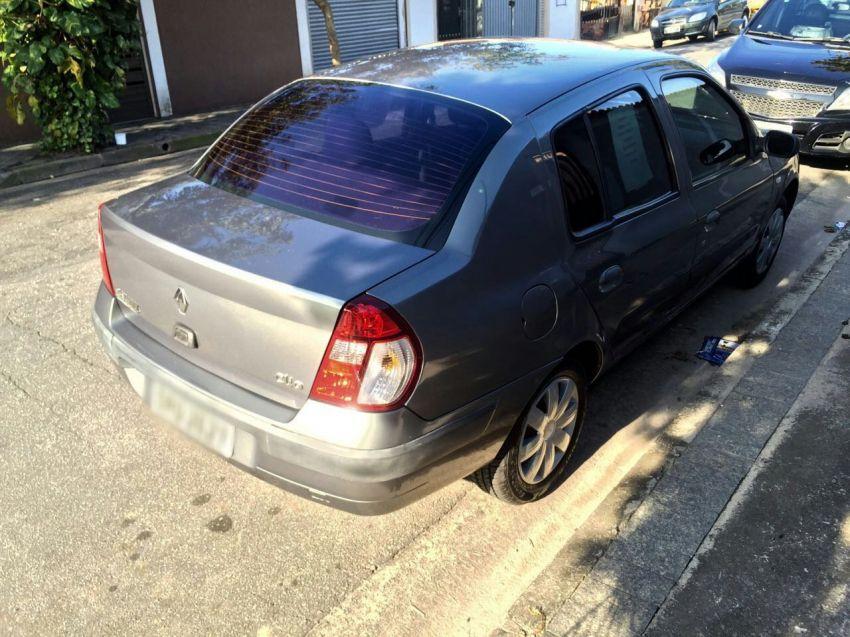 Renault Clio Sedan Authentique 1.0 16V - Foto #6