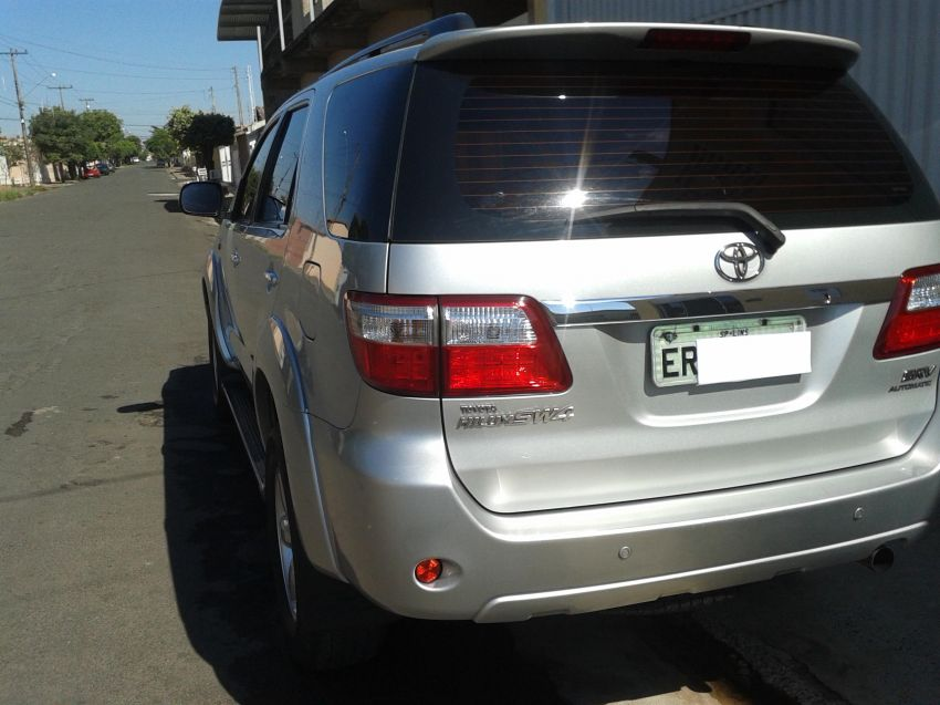 Toyota Hilux SW4 3.0 TDI 4x4 SRV 7L (Aut) - Foto #3