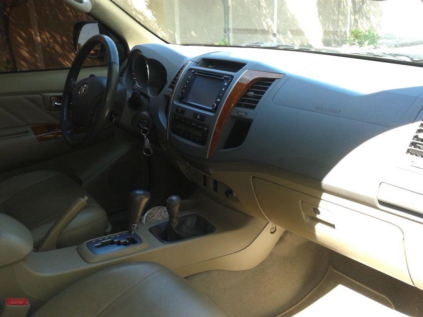 Toyota Hilux SW4 3.0 TDI 4x4 SRV 7L (Aut) - Foto #8