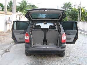 Chevrolet Zafira CD 2.0 8V (Aut) - Foto #2