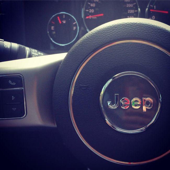 Jeep Cherokee Sport 3.7 V6 4WD - Foto #2