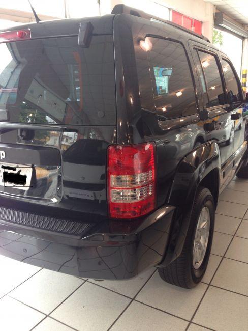 Jeep Cherokee Sport 3.7 V6 4WD - Foto #3