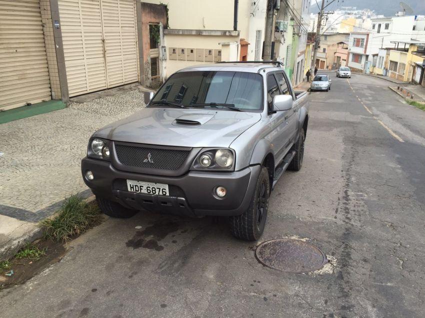 Mitsubishi L200 Outdoor GLS 2.5 4X4 - Foto #2