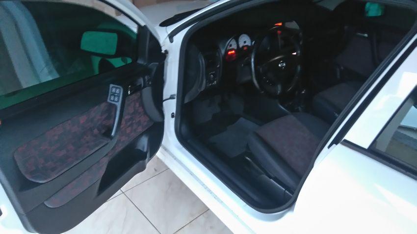 Chevrolet Astra Hatch GSi 2.0 16V - Foto #7