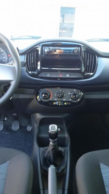 Fiat Uno Attractive EVO 1.0 (Flex) 4p - Foto #3