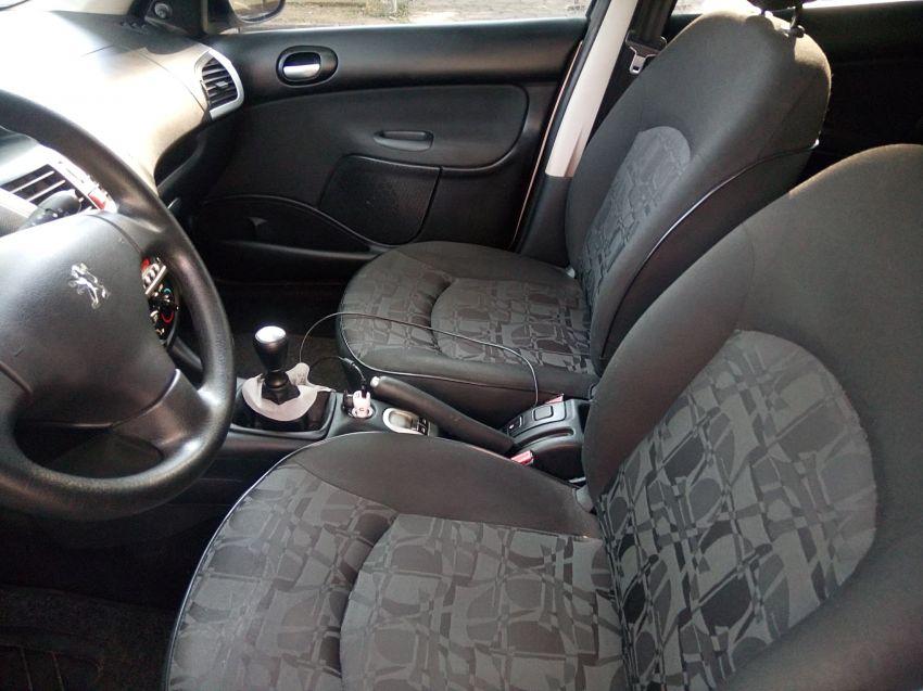 Peugeot 207 Hatch XR 1.4 8V (flex) 4p - Foto #5