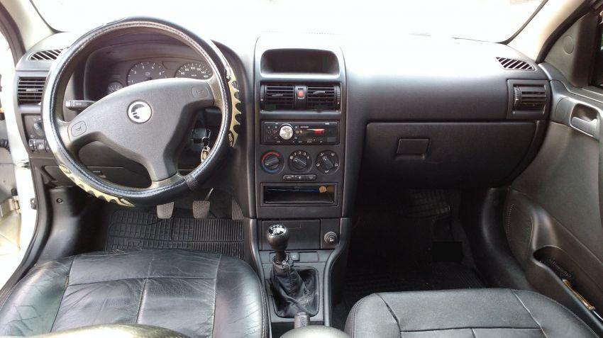 Chevrolet Astra Sedan GL Milenium 1.8 MPFi - Foto #7