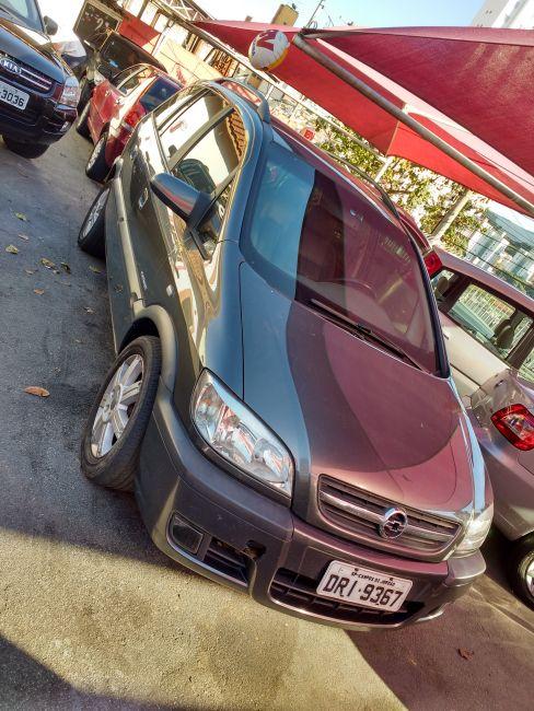 Chevrolet Zafira Elegance 2.0 16V - Foto #2