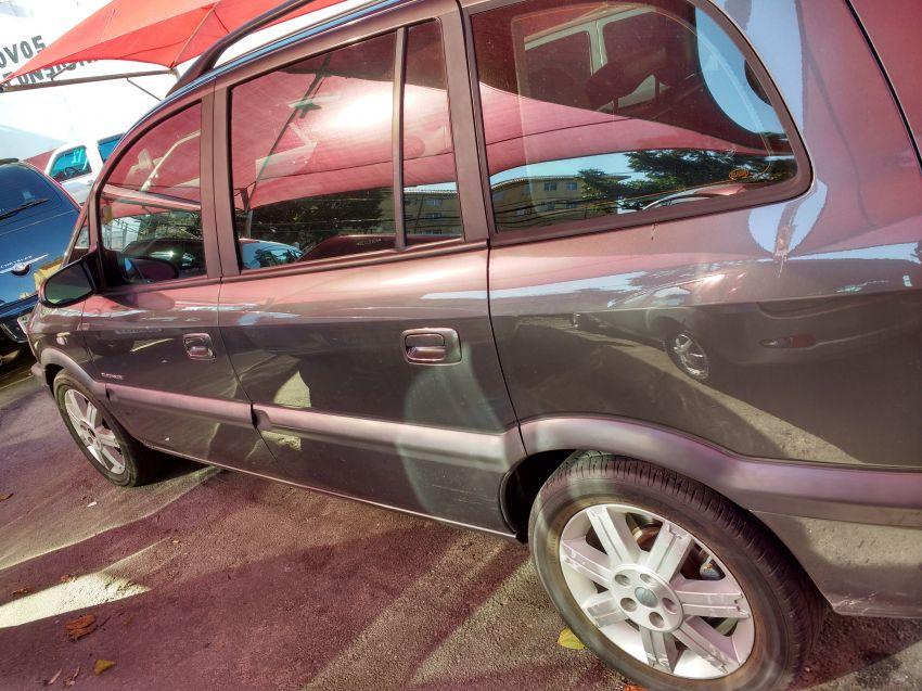 Chevrolet Zafira Elegance 2.0 16V - Foto #6