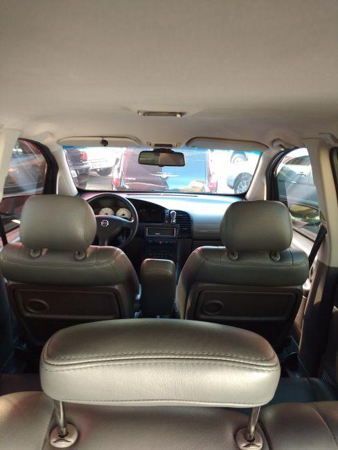 Chevrolet Zafira Elegance 2.0 16V - Foto #8