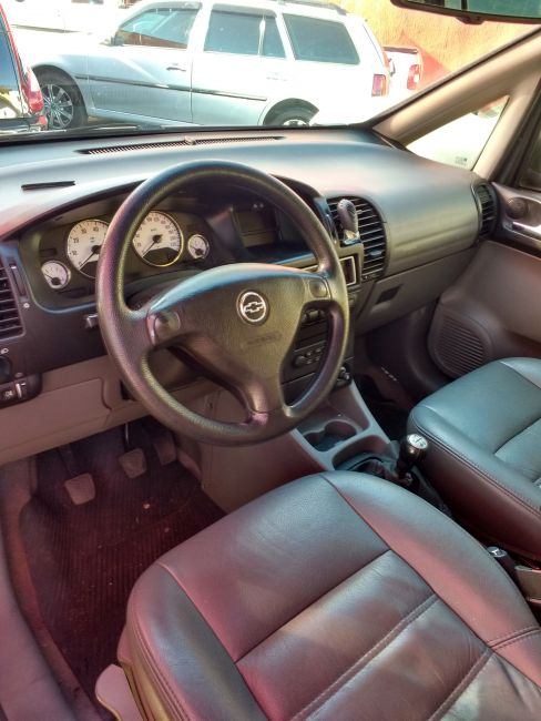 Chevrolet Zafira Elegance 2.0 16V - Foto #9