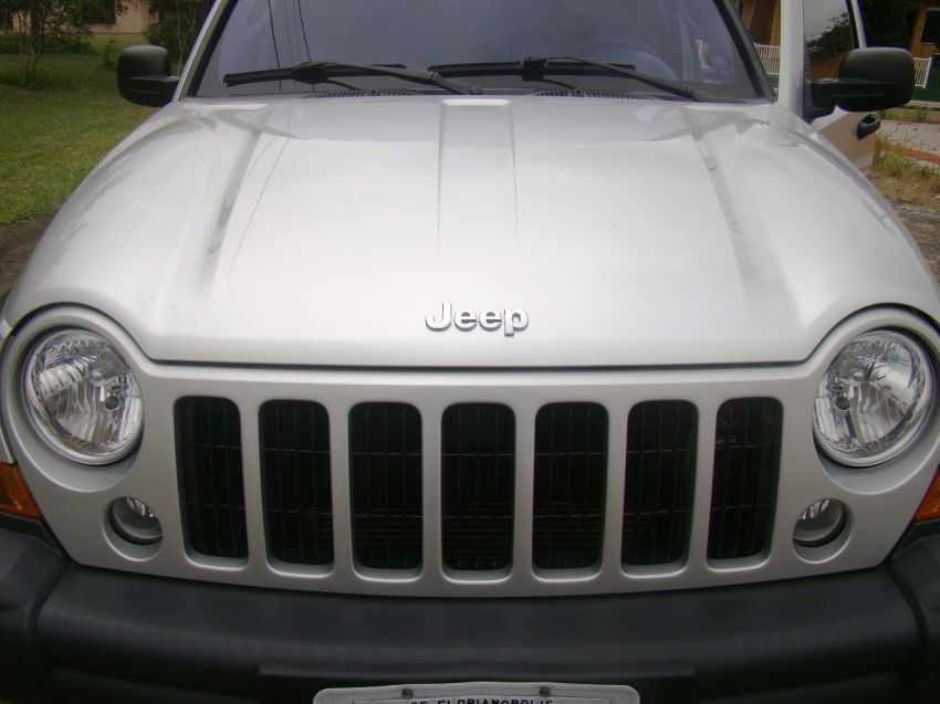 Jeep Cherokee Sport 3.7 - Foto #2