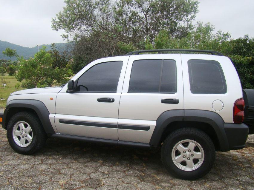 Jeep Cherokee Sport 3.7 - Foto #3