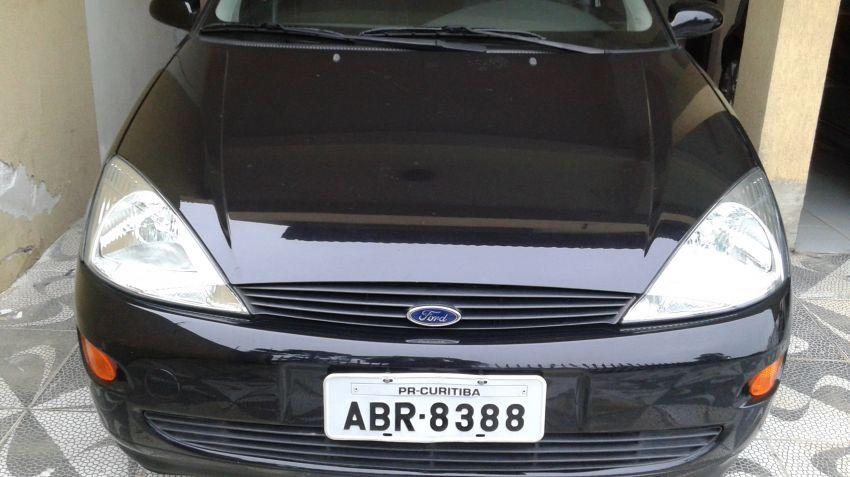 Ford Focus Hatch 1.8 16V - Foto #1