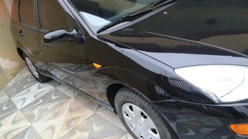 Ford Focus Hatch 1.8 16V - Foto #2