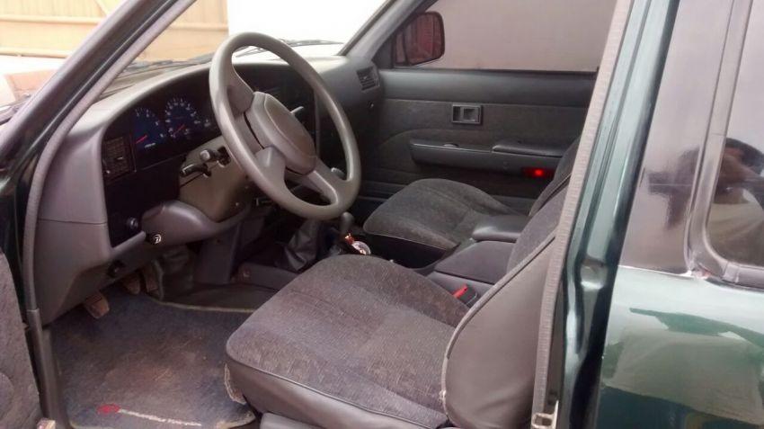 Toyota Hilux SR 4x4 3.0 (cab. dupla) - Foto #8