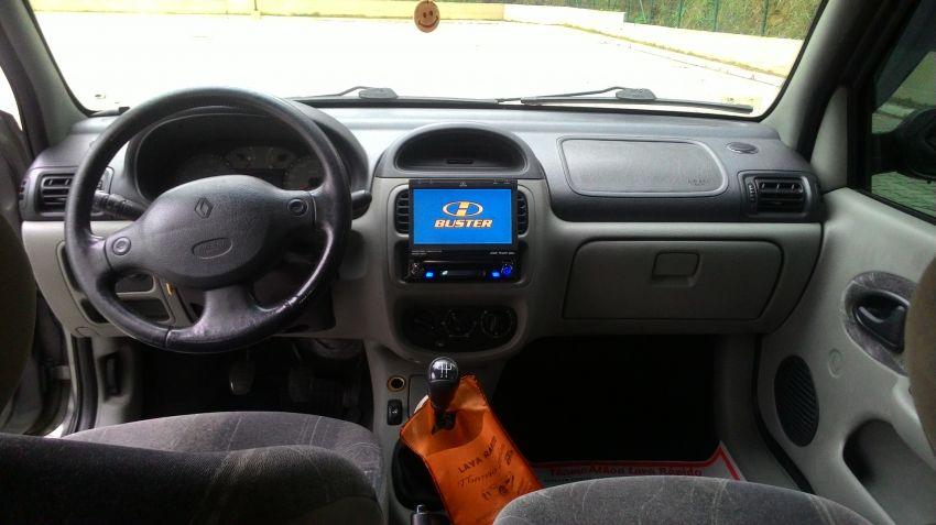 Renault Clio Sedan Privilége 1.0 16V - Foto #5
