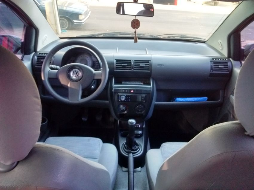 Volkswagen Fox Plus 1.6 8V (Flex) 4p - Foto #5