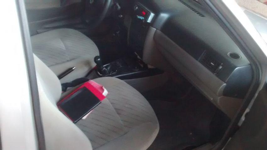 Volkswagen Santana Comfortline 2.0 MI - Foto #4