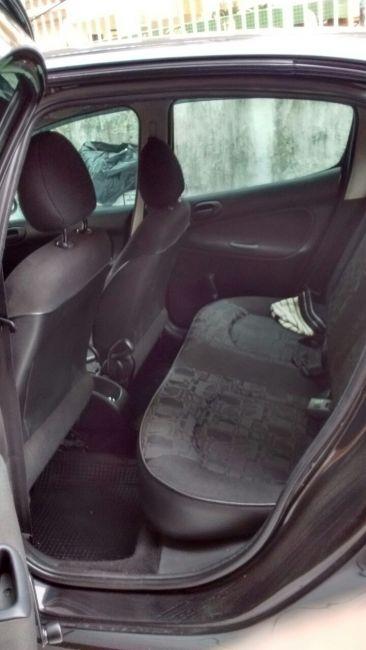 Peugeot 207 Hatch XR 1.4 8V (flex) 4p - Foto #6